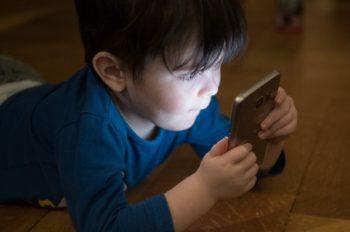 Celular infantil: conheça as melhores opções