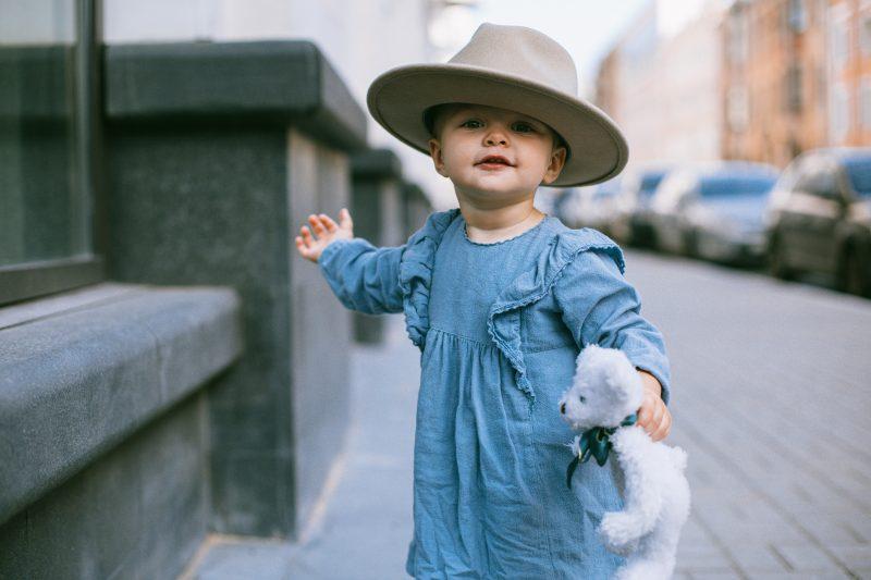 Como economizar com roupas para meninas